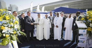 Al Hosn Gas CEO Saif Ahmed Al Ghafli receives the plaque of appreciation from Lee Whittaker, CEO of United Safety