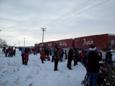 Canadians brave the cold to meet the Holiday Train and bring food donations